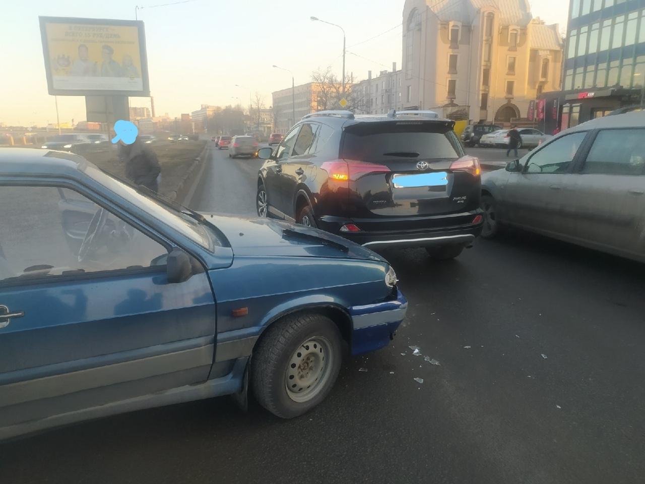 Ищу свидетелей аварии, которая произошла 29 марта в 7.30 утра на Пироговской набережной между Ладой ...