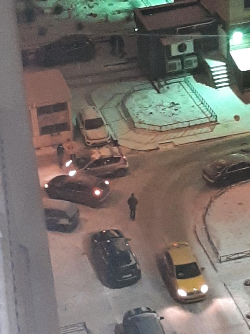1. На перекрестке Варшавской и Благодатной стоят разбитые машины. Вокруг никого, время 01:00 2. На Ю...