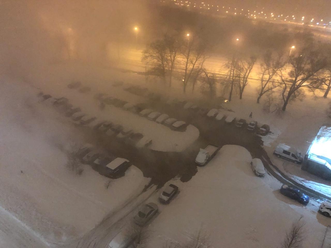 Кипяток полился из под земли на углу перекрёстка Солдата Корзуна и проспекта Маршала Жукова