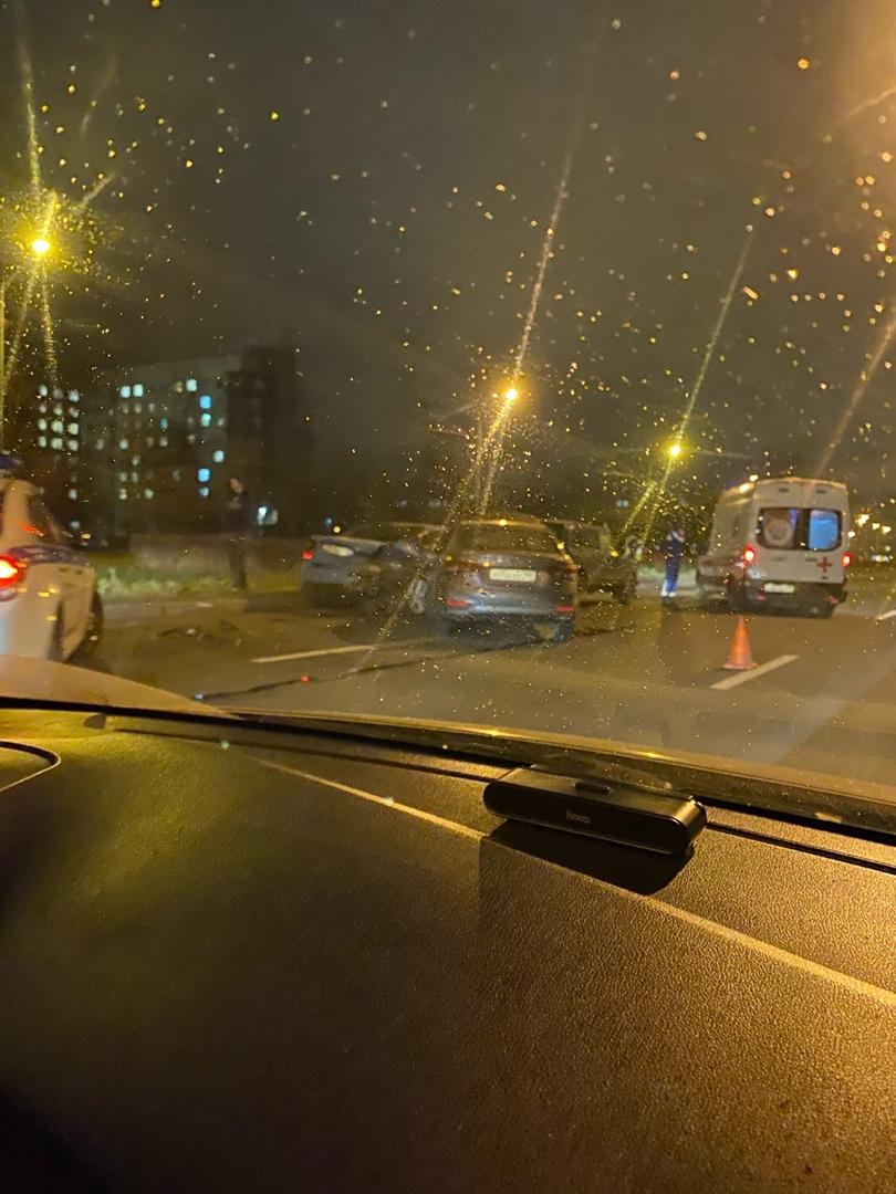 На проспекте Солидарности авария с участием нескольких автомобилей. На месте ГИБДД и скорая.