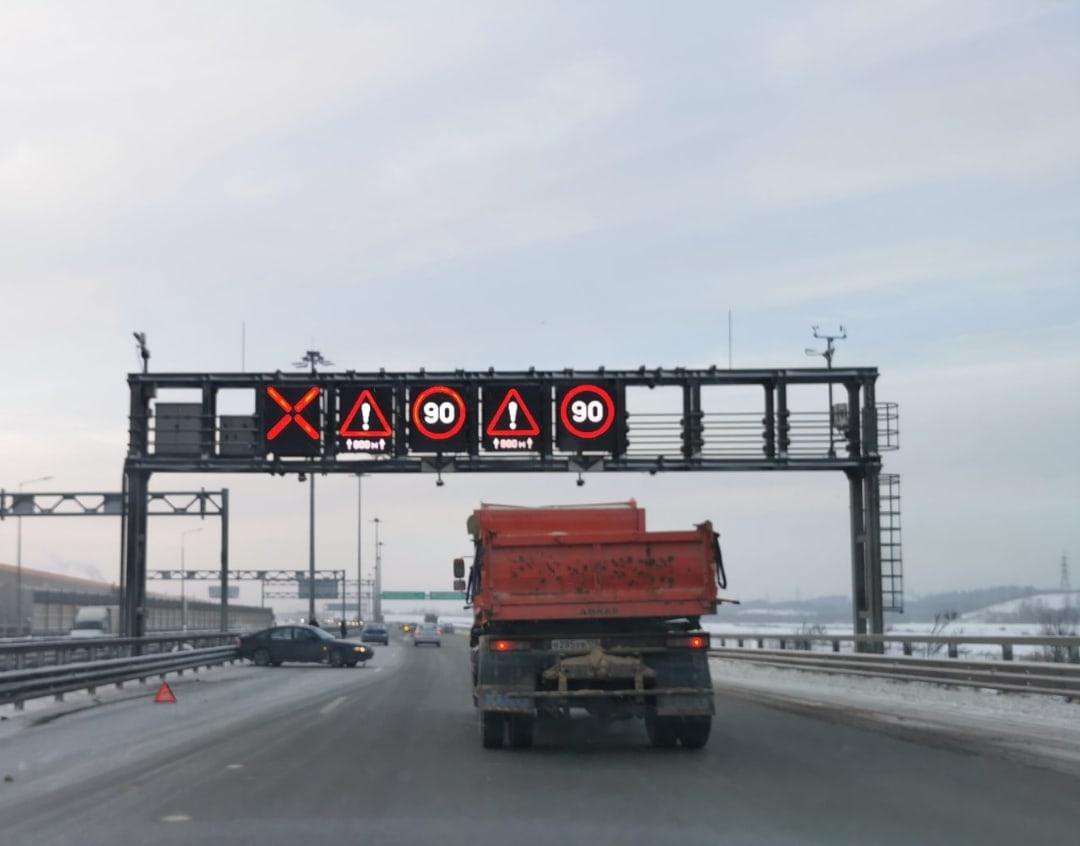 Авария на 118 километре внешней стороны КАД, от проспекта Энгельса к Выборгскому шоссе. Заняты левый...
