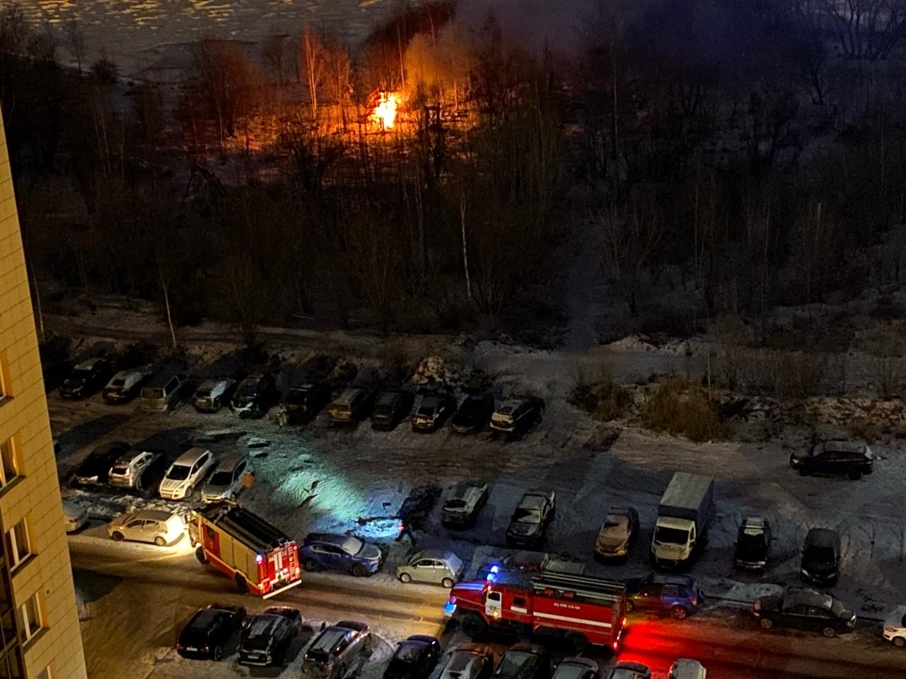 Рядом с парком 300-летия горел лесок. Там, по случайному совпаденю, собираются строить апарт отель. ...