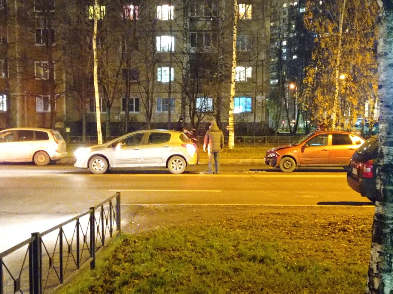На Ударников , близ Пятерочки , сударь на красном авто, влетел в задний бампер впереди стоящей машин...