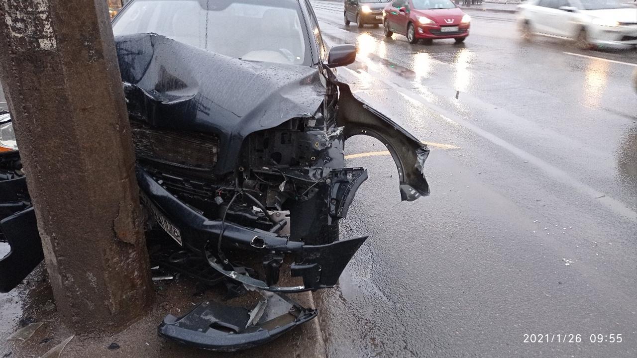 На Маршала Жукова у дома 32к1 столкнулись 2 машины.