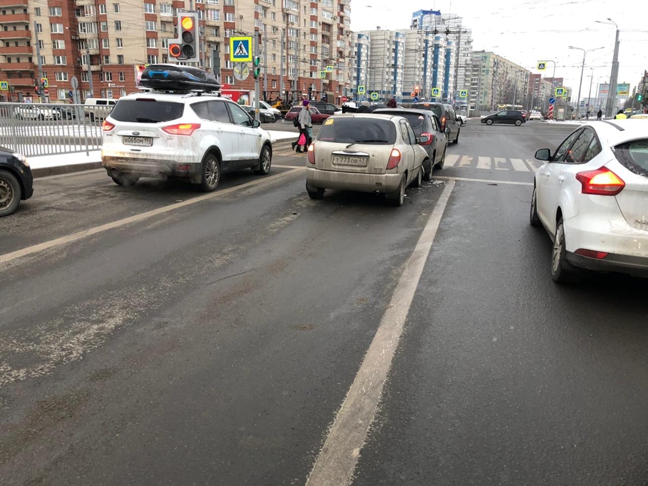 Сегодня 11 января произошло ДТП на перекрёстке проспекта Наставников и Косыгина. Я двигалась по Нас...