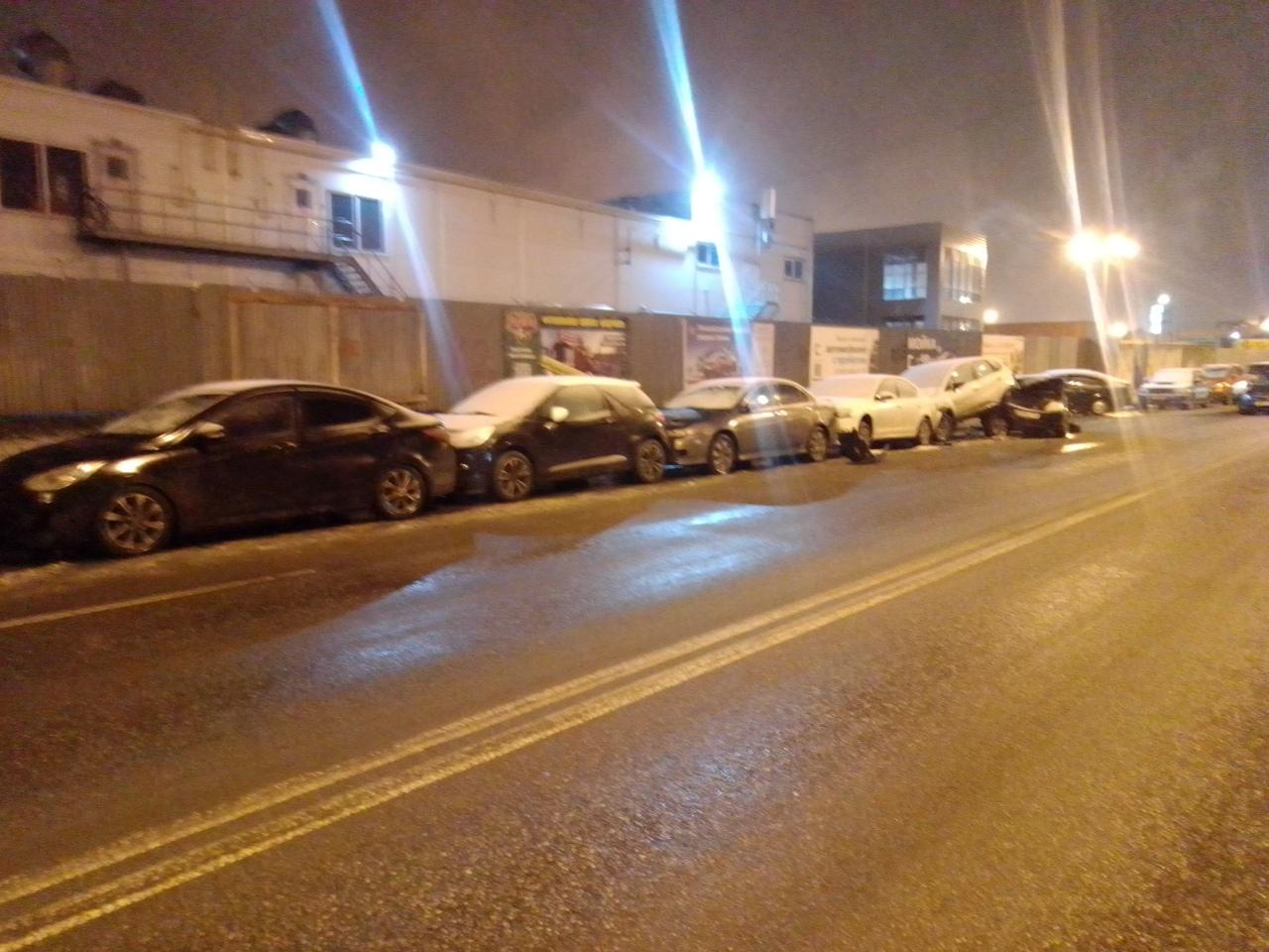 На этот раз ночной замес в Кудрово с припаркованными автомобилями на проспекте Строителей (возле Авт...