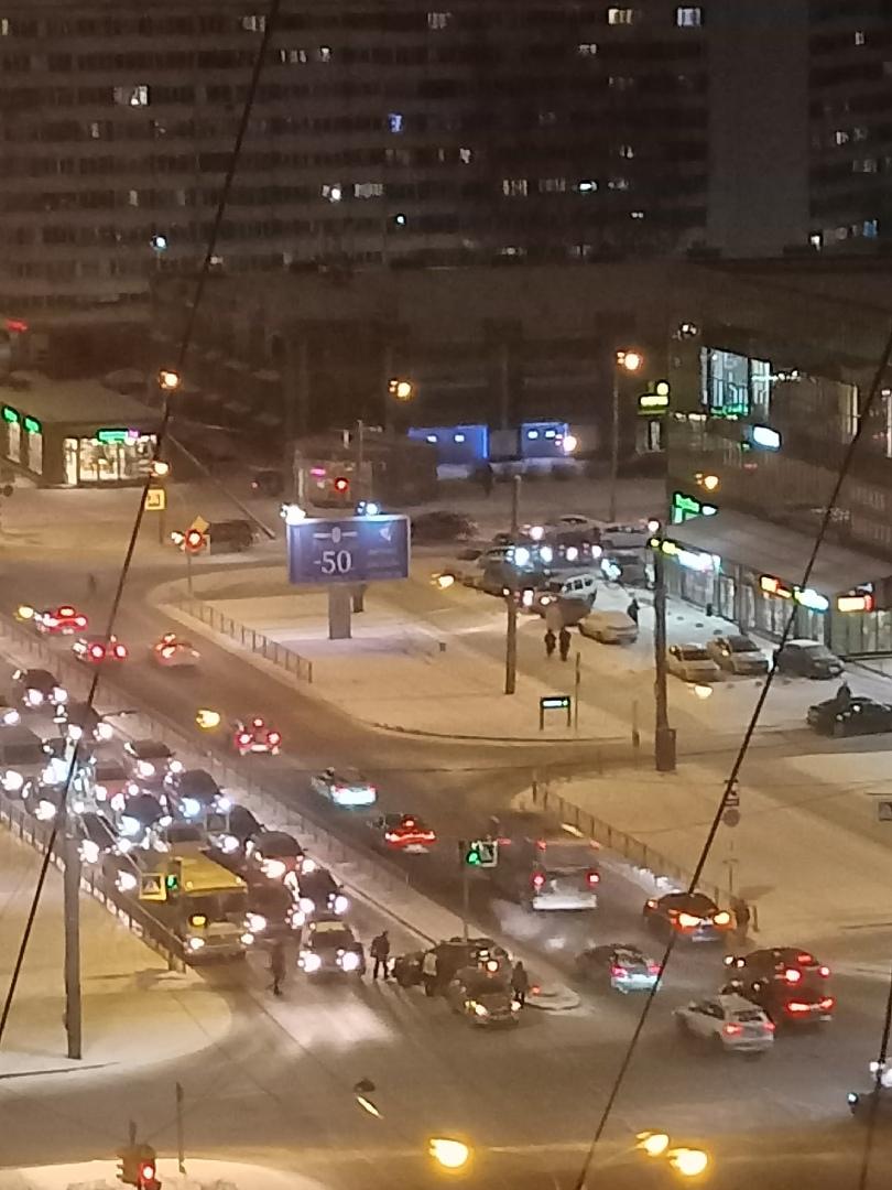 И опять в авария на перекрестке проспекта Королёва и улицы Сизова