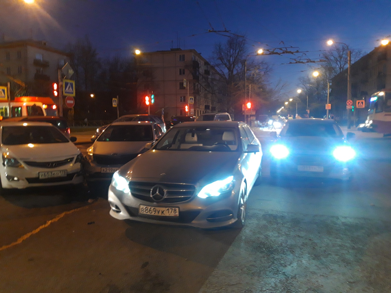 Встретились четверо на перекрёстке Таллинской и Новочеркасского проспекта