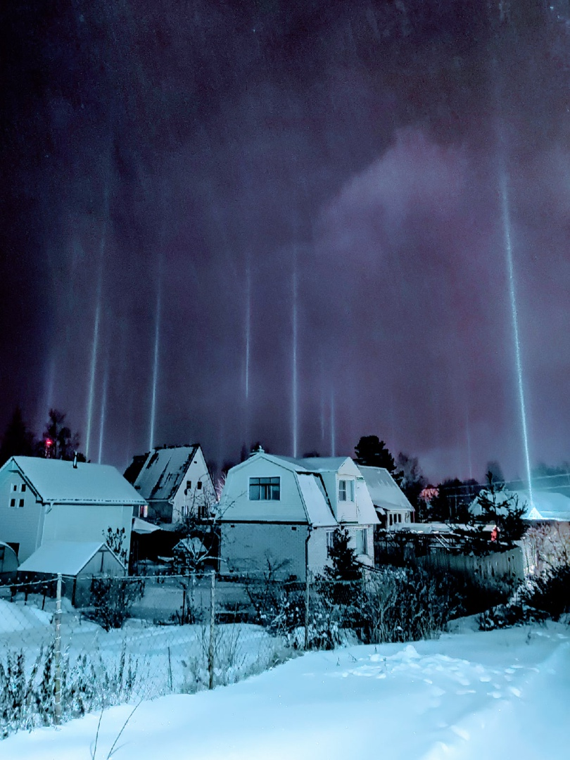 Необычное оптическое явление можно было наблюдать вчера вечером во Всеволожском районе. Из-за мороза...