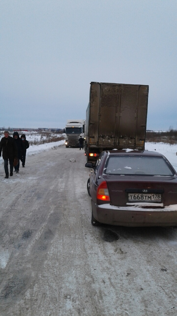 В Курьерском проезде конкретные проблемы-фурам из-за гололеда не выехать на Московское шоссе , стоим...