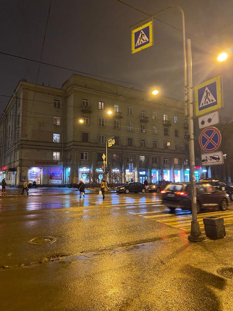 На перекрёстке Обуховской Обороны и Бертовского переулка у Пролетарской не работают светофоры.