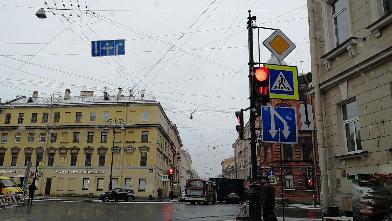 Шутка пересмешника... Свернув с наб. Кутузова на ул. Гагаринская и остановившись перед Чайковского -...