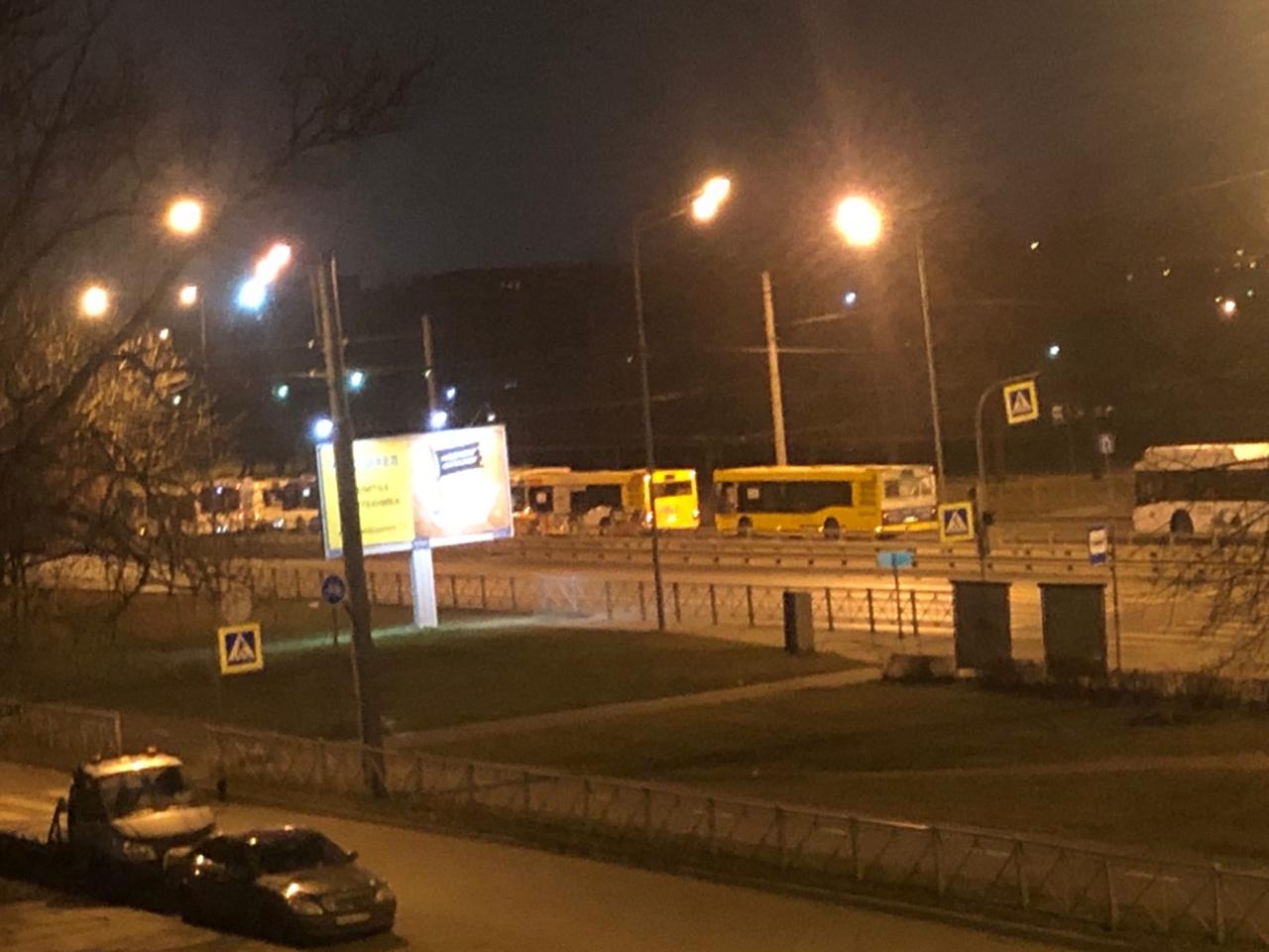 Скопление автобусов на Руставели, в сторону Науки,автобусами полностью перекрыто движение, непонятно...
