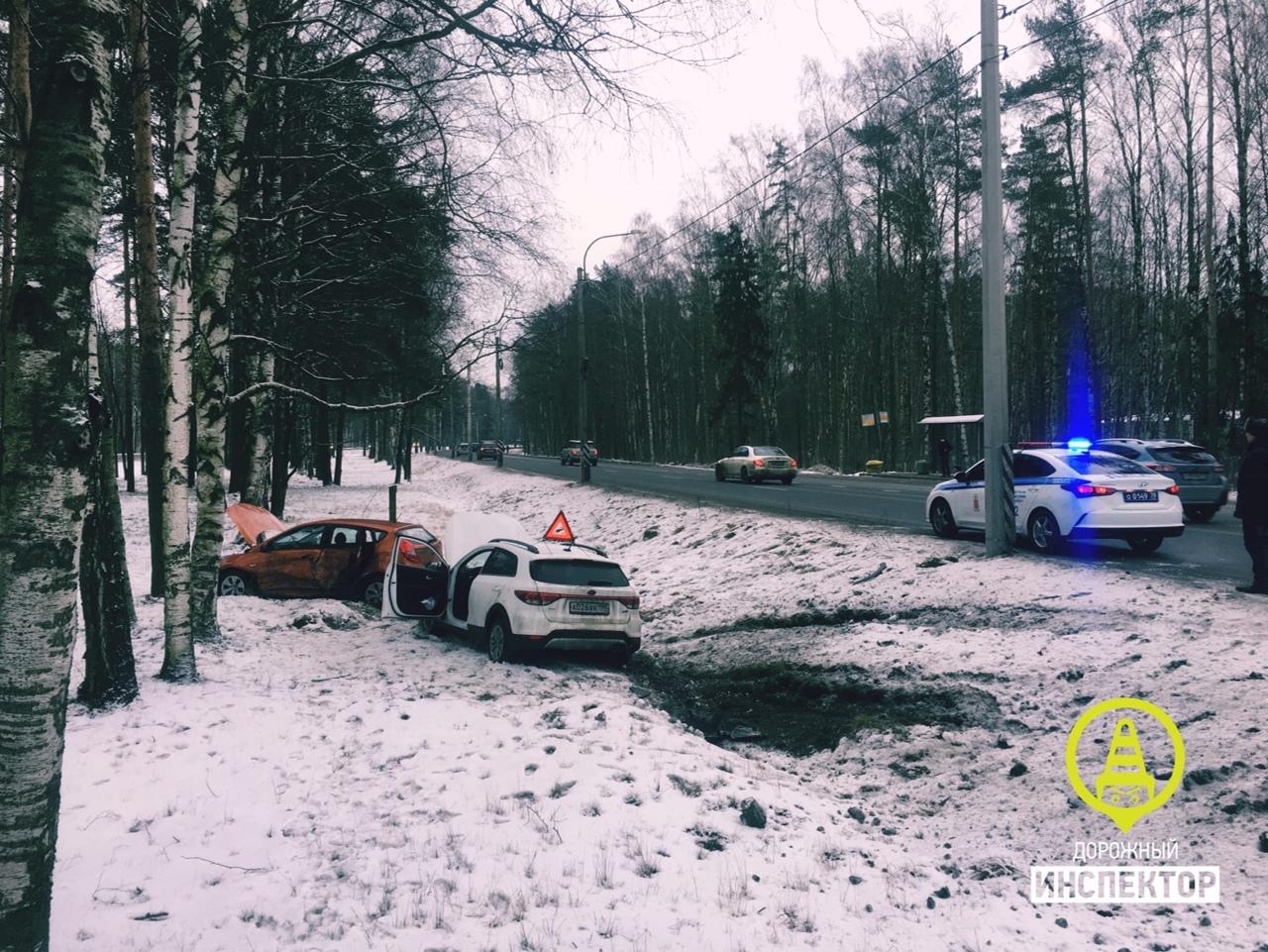 5 января на Приморском шоссе 4к.1, напротив отеля «Ольгино», столкнулись Киа и Hyundai В результате ...