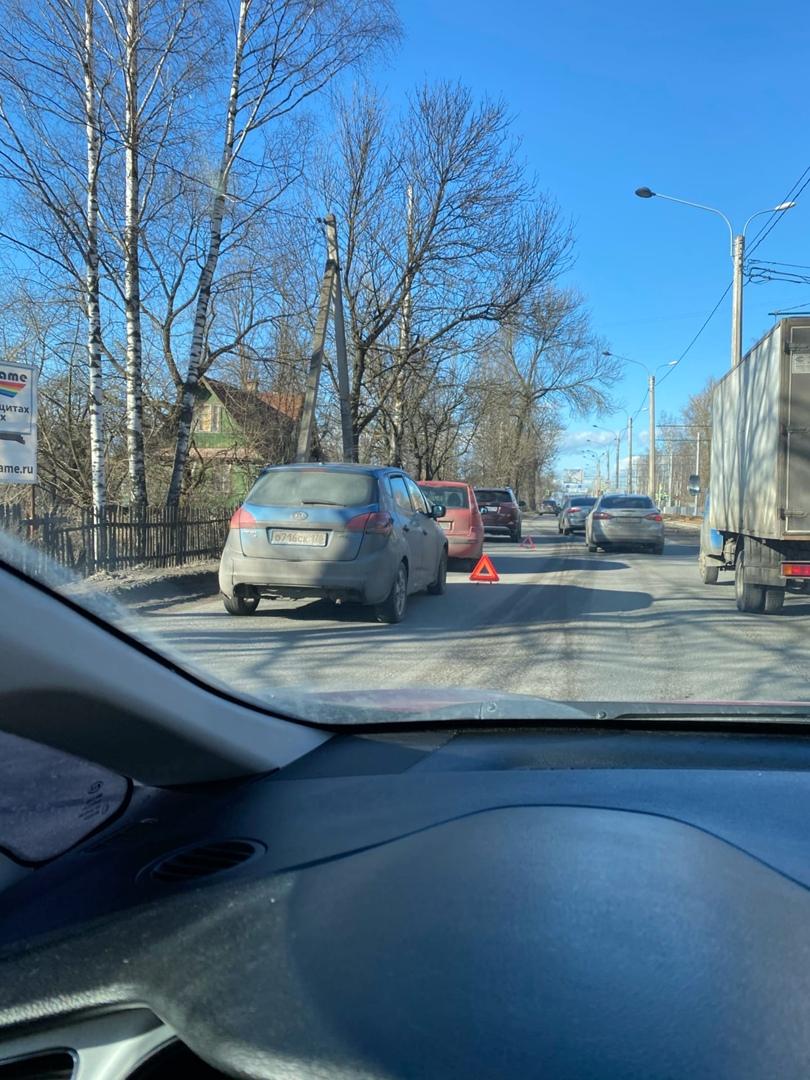 ТройничОк на Рябовском шоссе. Пробка собралась большая