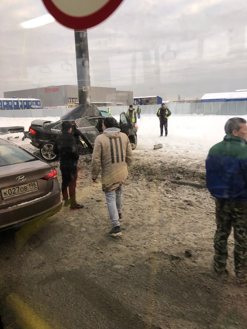 Audi намотало на столб, водитель погиб На Индустриальном к Шафировскому у магазина Петрович