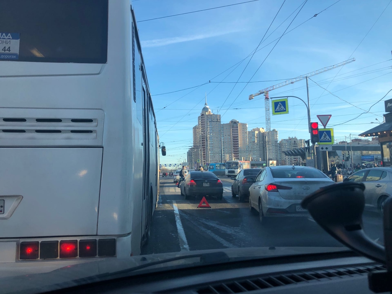 ДТП на перекрёстке Коломяжского и Испытателей. Движение плотное