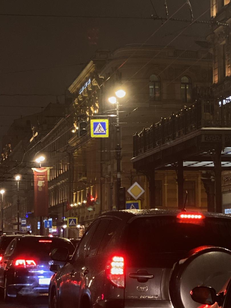 Пробка на пересечении Владимирского и Невского проспектов. Мёртвая пробка из-за неработающего светоф...