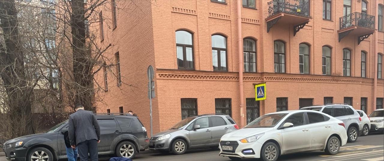 На Моисеенко 16 на пешеходном сбили пешехода. Скорая вызвана.