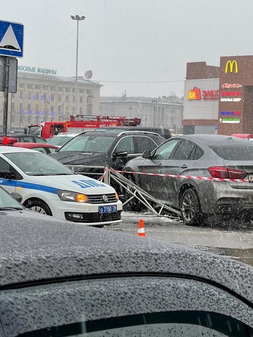 Водитель BMW устроил замес и протаранил 2 других машины на ровном месте у Окея на Московском проспек...