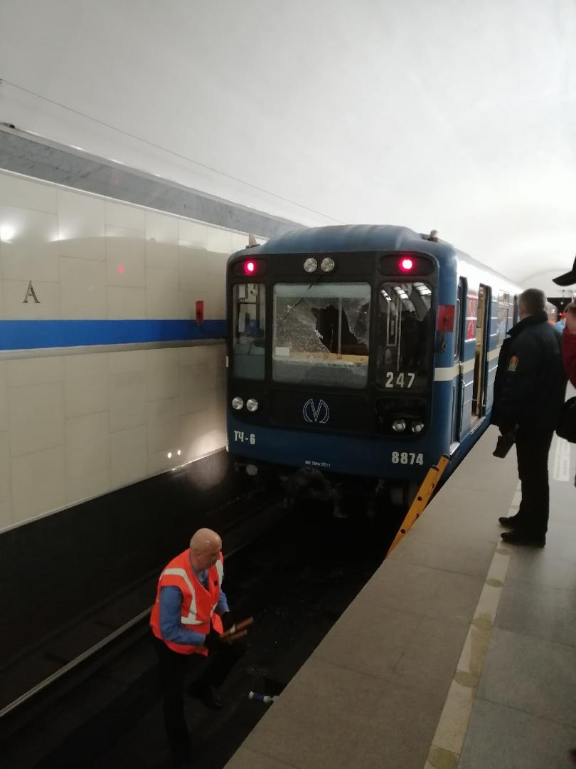 В 14:10 на станции Электросила человек упал на путь. движение на участке от станции Невский проспе...