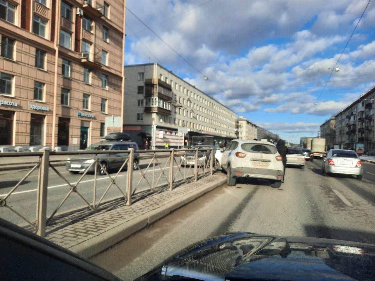 Водитель каршеринга, читающий смс пошёл на таран Жигулей на Заневском