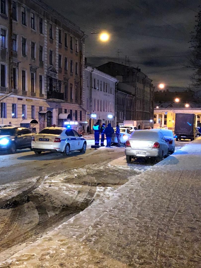 ДТП такси и каршеринга на Разъезжей улице Проезд затрудняют