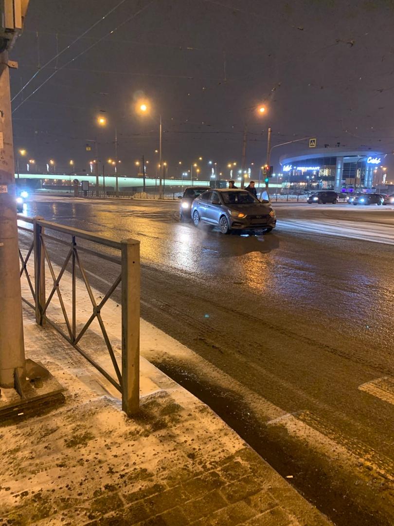 Авария на Александра Невского, где поворот с Амбарной на Херсонскую.