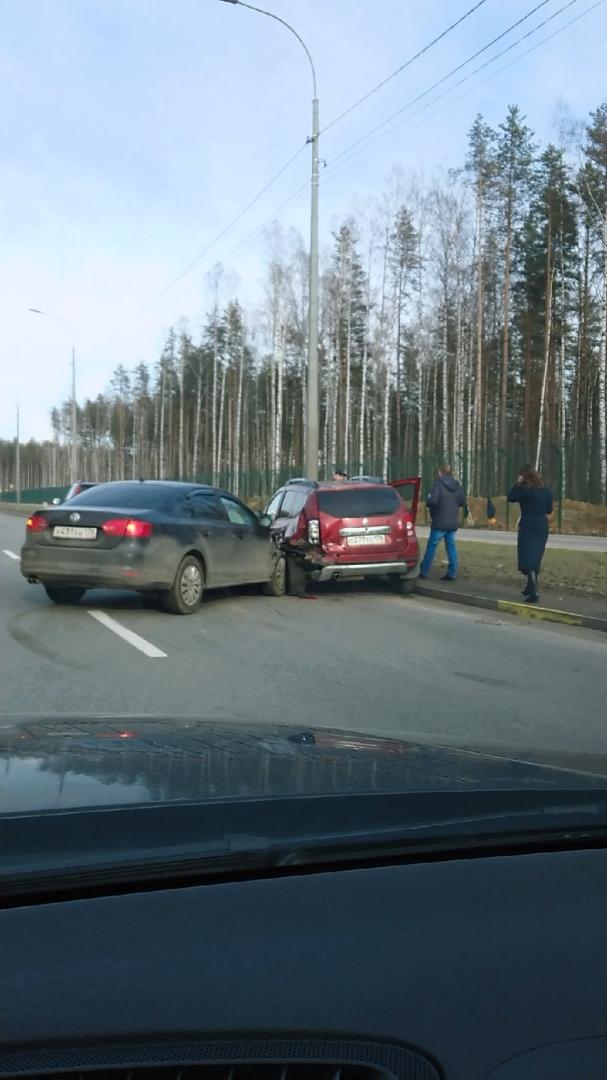 ДТП из трех автомобилей на Дороге в Каменку, пробка собралась от Парашютной