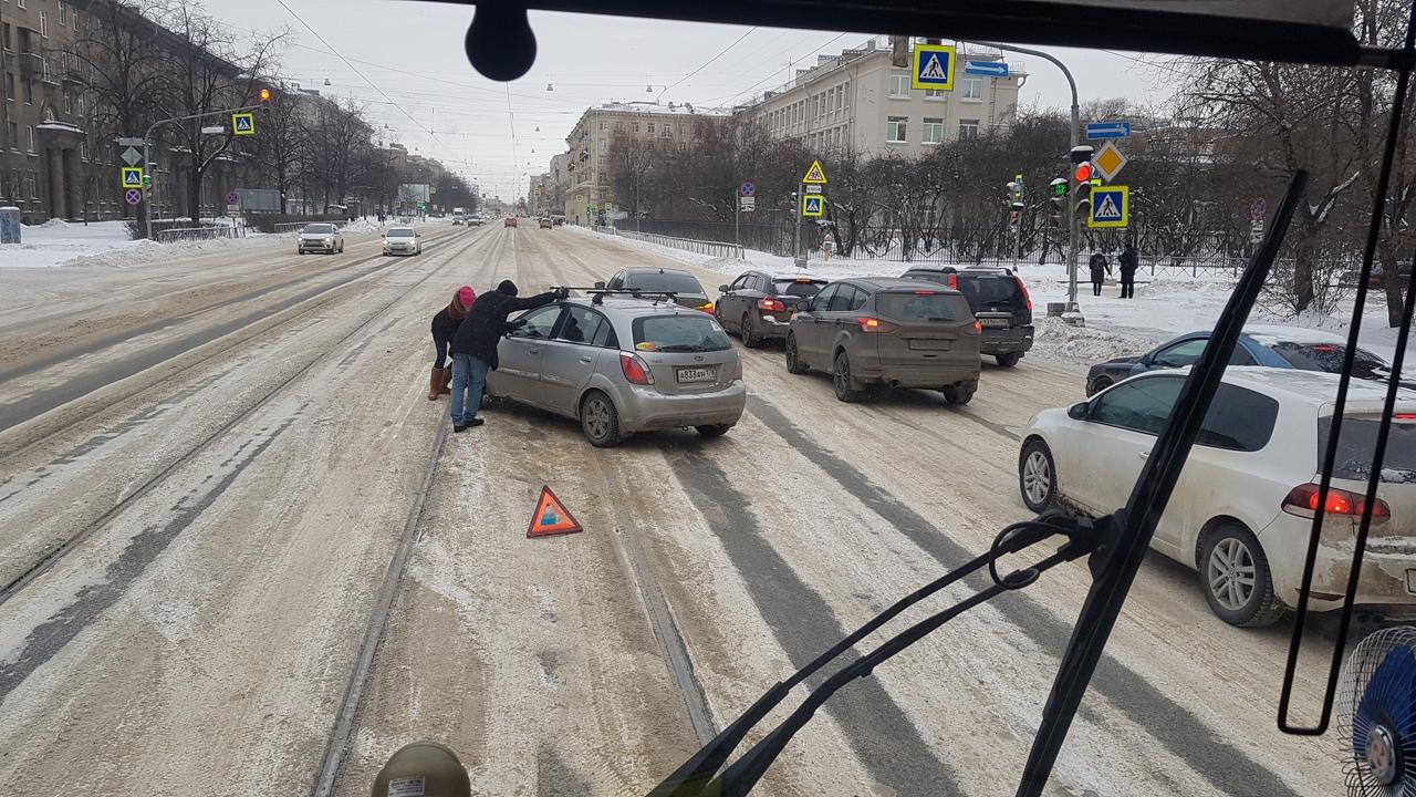 В 13:30 авария на Благодатной - Свеаборгской в сторону Московского проспекта. Трамвайчики останавлив...
