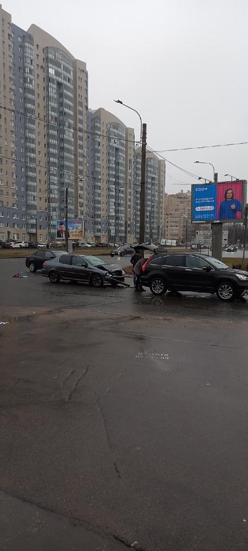 Peugeot догнал Хонду на перекрёстке Гражданского проспекта и улицы Верности. Через 10 минут второй уча...