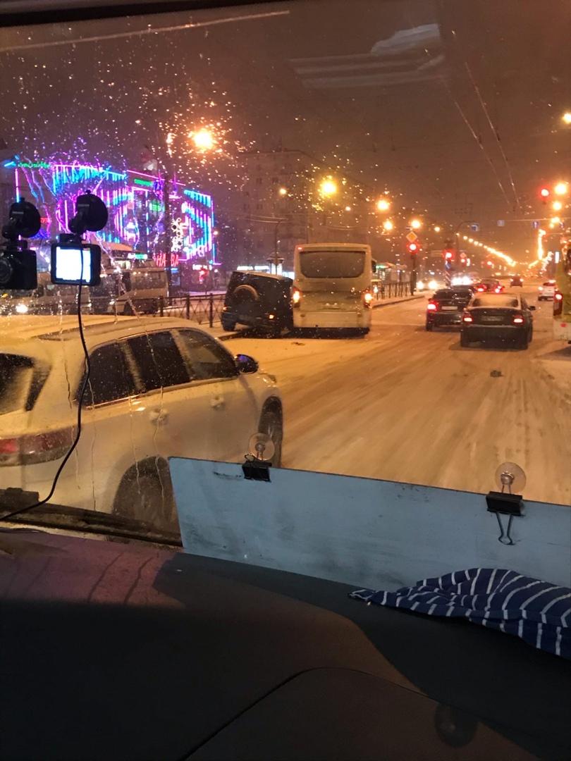 Ищу записи с видеорегистраторов аварии произошедшей 29 декабря около 21:40 у метро Ленинский проспек...