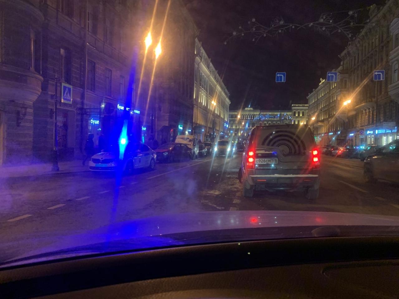 БМВ въехал в дом на перекрёстке Марата и Стремянной