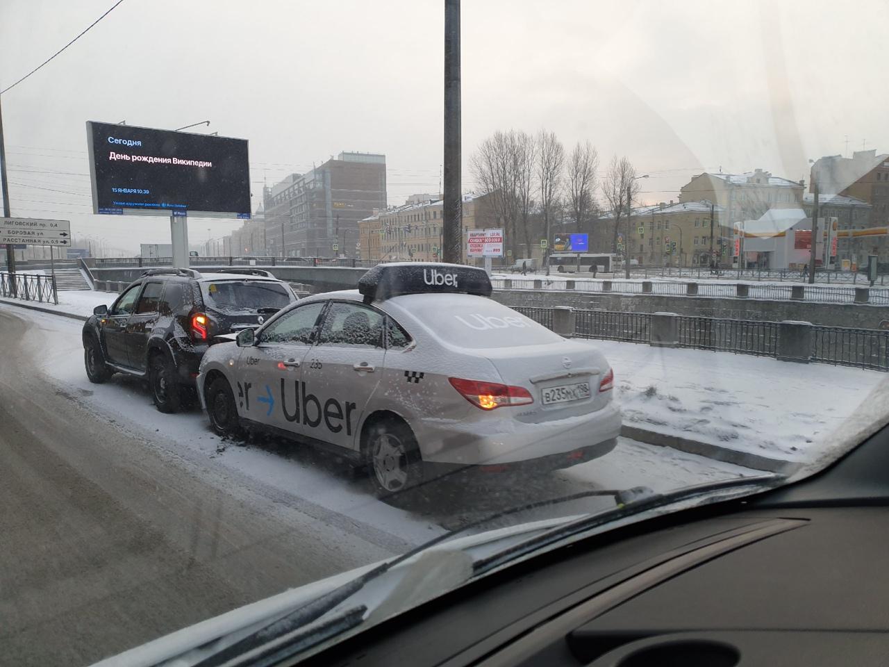 Уберун попытался убрать реношку с Обводного канала перед Боровым мостом, но попытка не удалась((