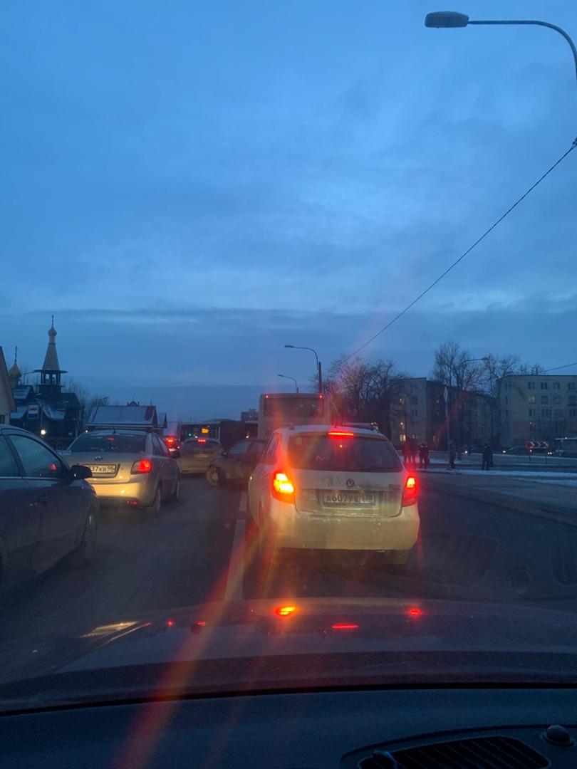 В 16:50 проспект Народного Ополчения перекрыт из-за аварии на перекрестке Народного Ополчения и Счас...
