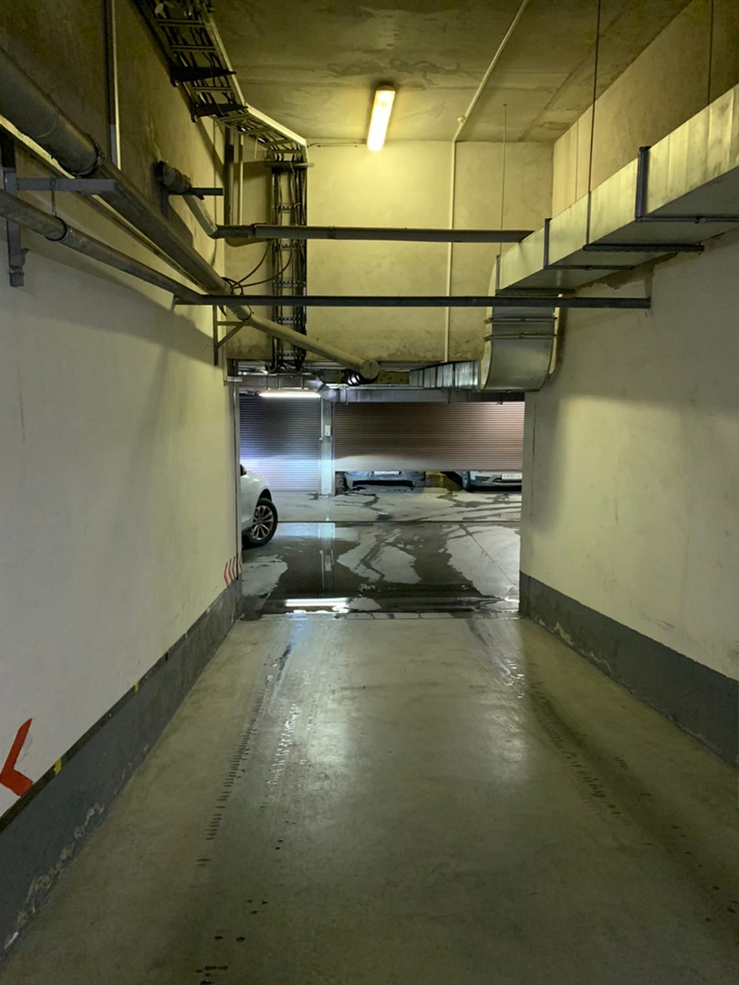 Прорыв канализации и попадание в грунтовые воды заливает цокольный этаж дома [club97168259 78/1 по Л...
