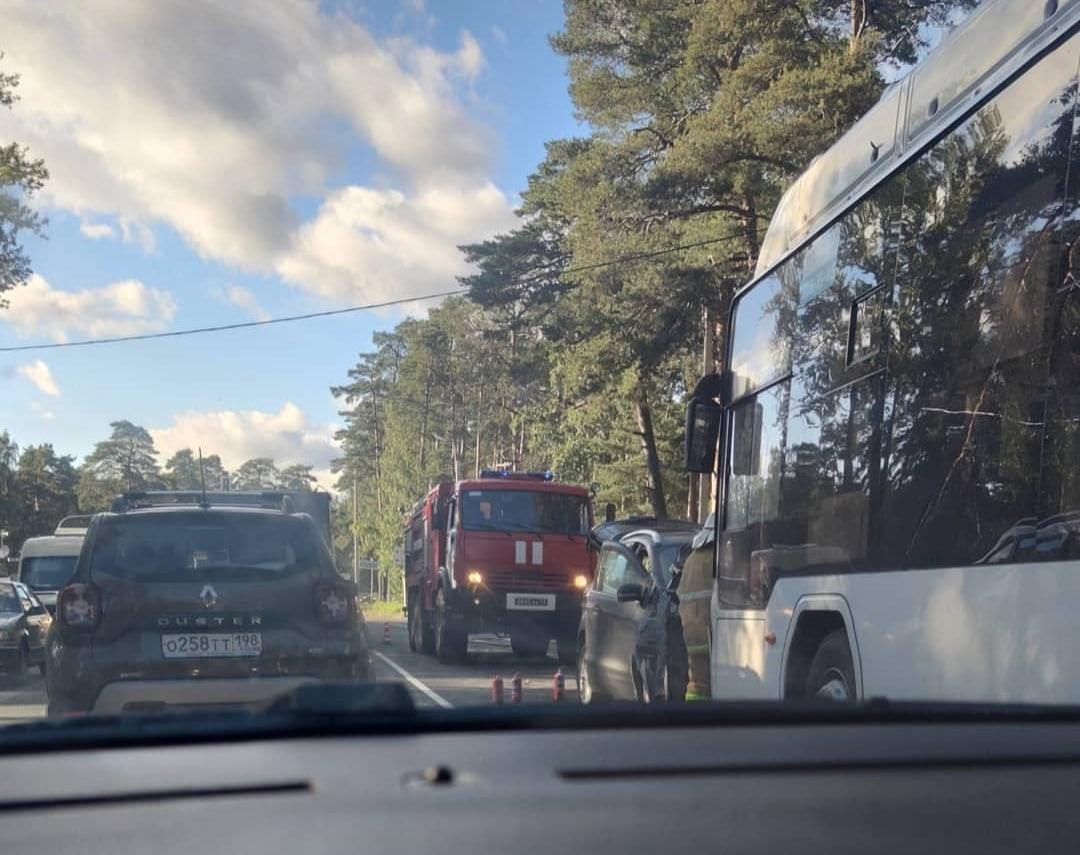 У посёлка Большая Ижора 56 летняя женщина на Ford Kuga выехал на встречную полосу и врезалась в марш...