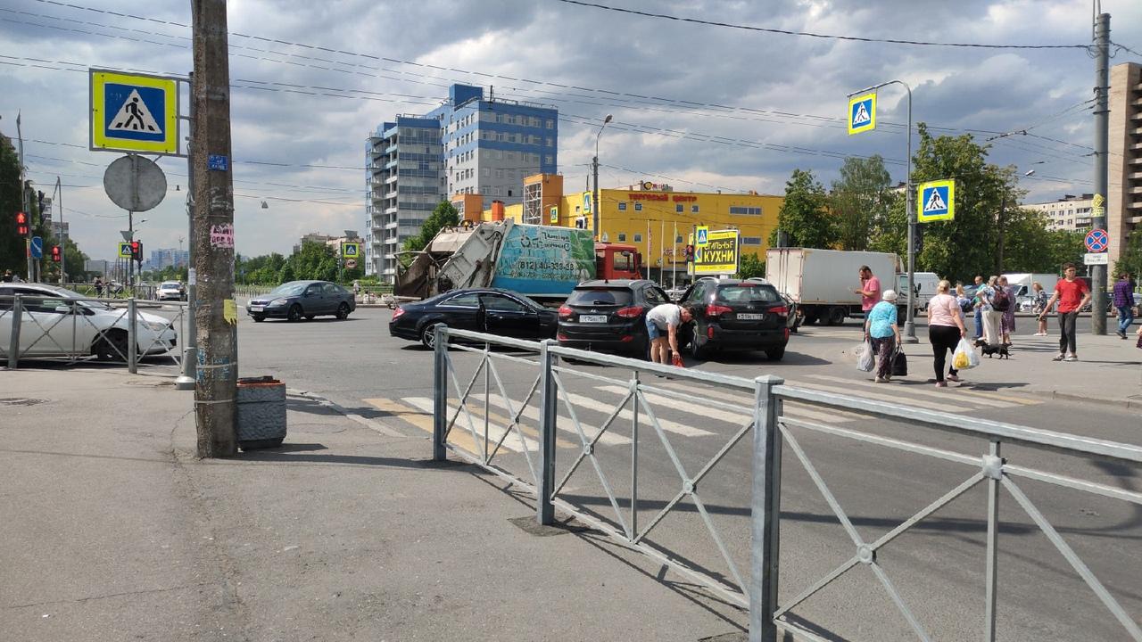 4 машины столкнулись на перекрёстке Крыленко и Большевиков