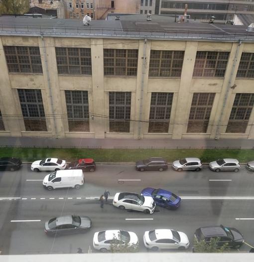 Mercedes и БМВ столкнулись на 22-й линии В.О.