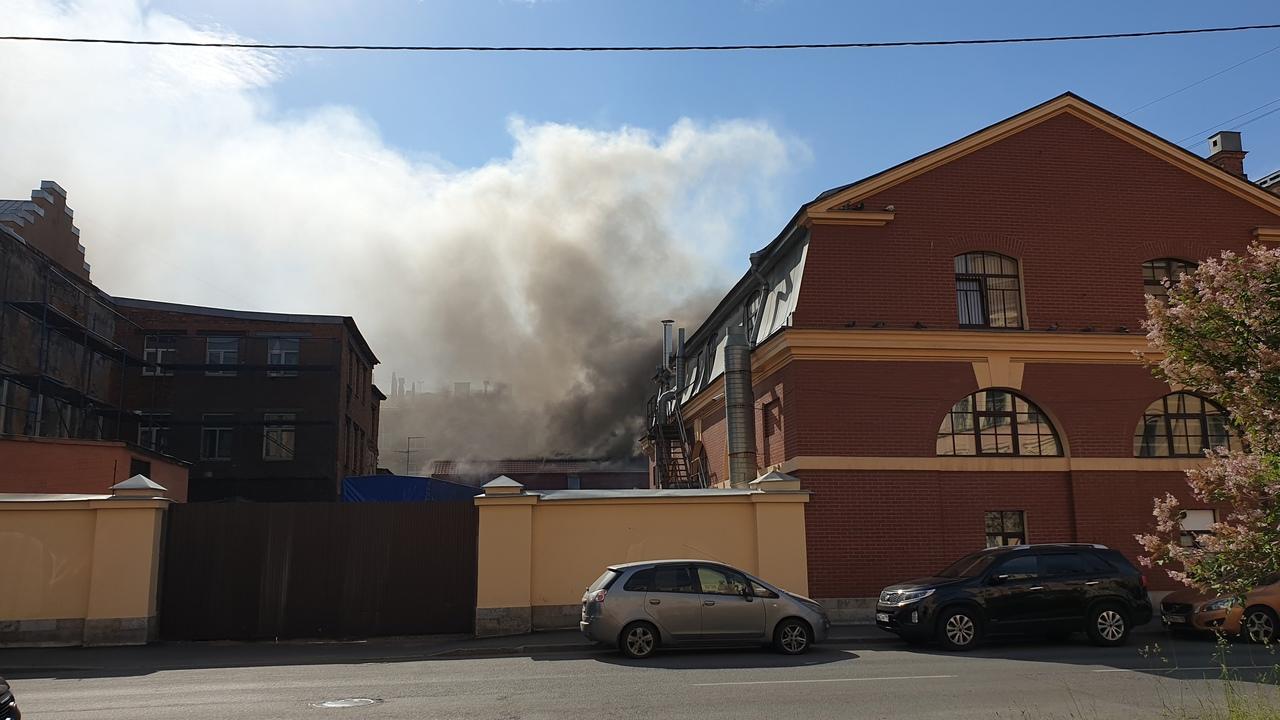 9 июня в 16:34 поступило сообщение о пожаре по адресу: Адмиралтейский район, Дровяная улица, д. 3. ...