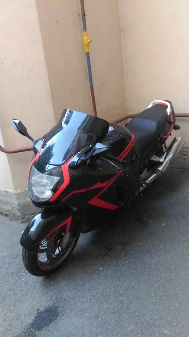 4 июля с 8-линии В.О был украден мотоцикл Honda CBR1100xx Черно-красного цвета, данная окраска в ед...