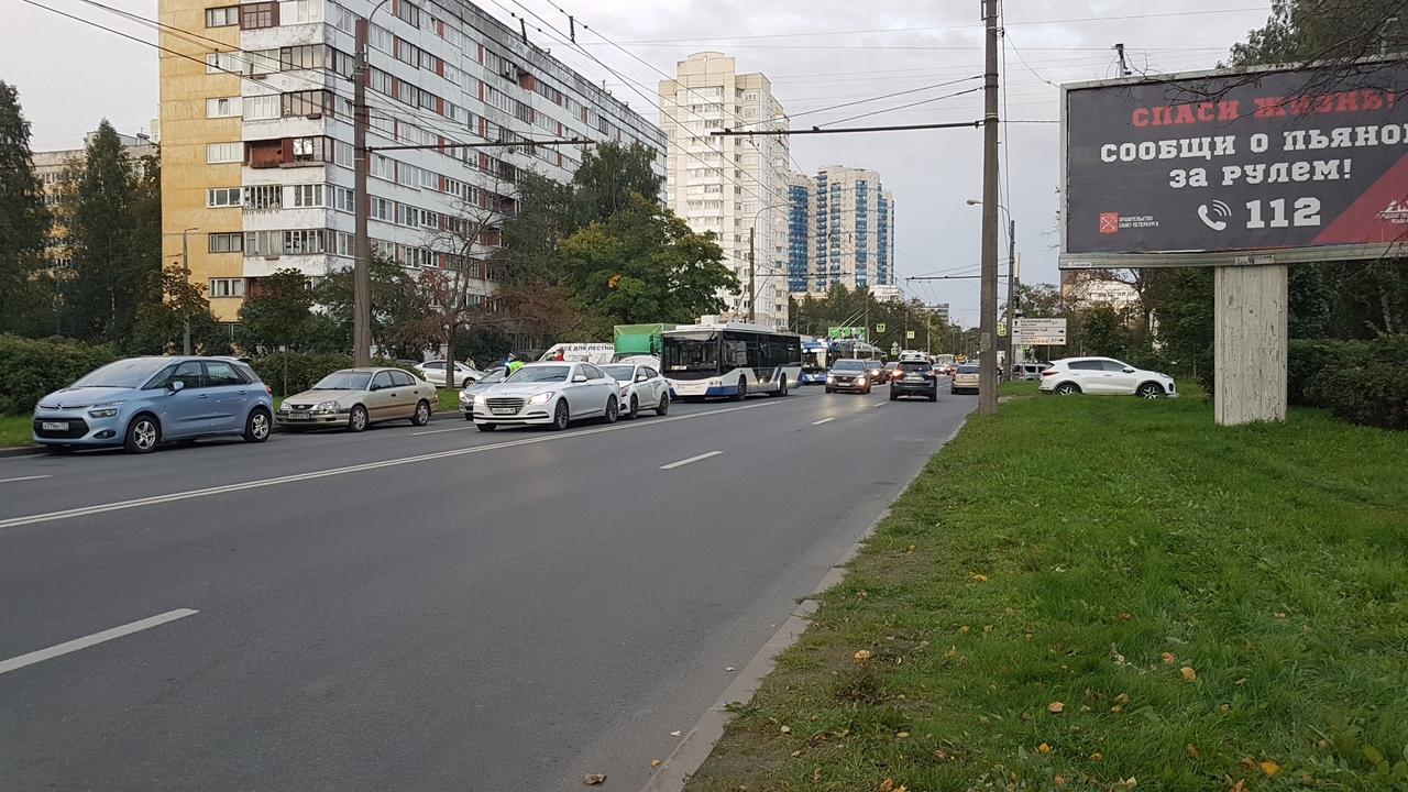 Пр. Королёва стоит так как между Байконурской и Серебристым - ДТП