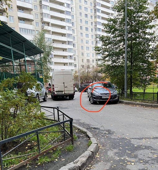 Водитель Соляриса, Вам тут в машину въехали. 27 сентября в 07:27 Вот если не умеете задом сдавать в...