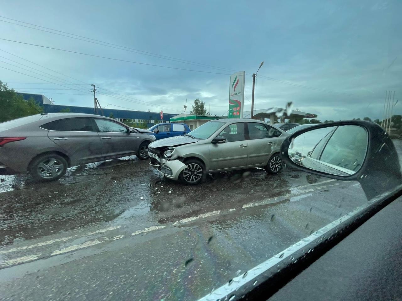 Массовое дтп на пересечении Колтушского шоссе и Рабочей ул. в17:20 Службы на месте