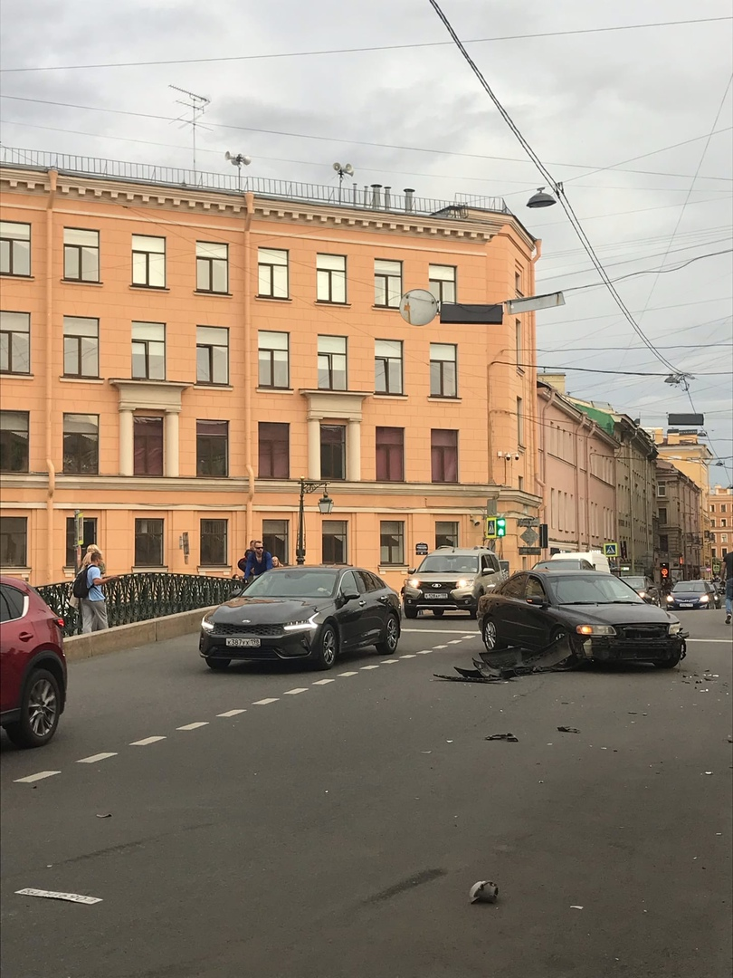 ДТП на пересечении Гражданской улицы, переулка Гривцова и набережной канала Грибоедова.