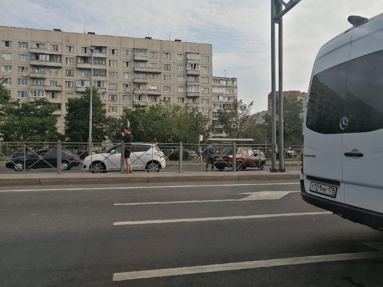 Утреннее рандеву на Дунайском пр у д 38 очень расстроило девушку.