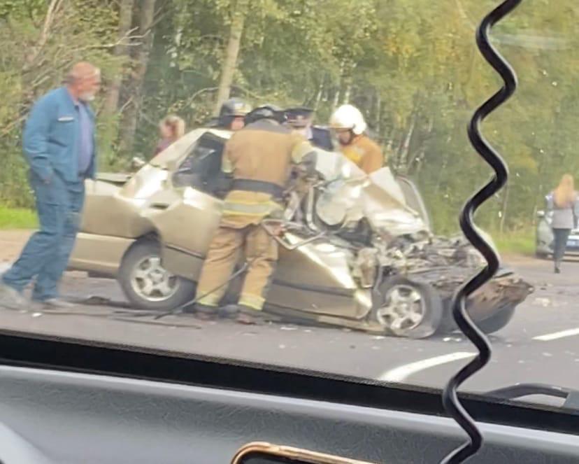 Встретили жуткую аварию на Гостилицком шоссе у СНТ Коровино с фурой ..