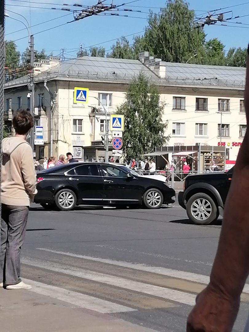 ДТП произошло на перекрёстке у метро Академическая
