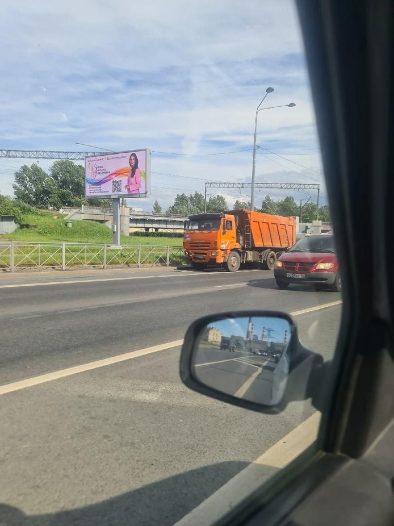 Камаз разбил Камри на перекрёстке Водухоплавательной и Лиговского