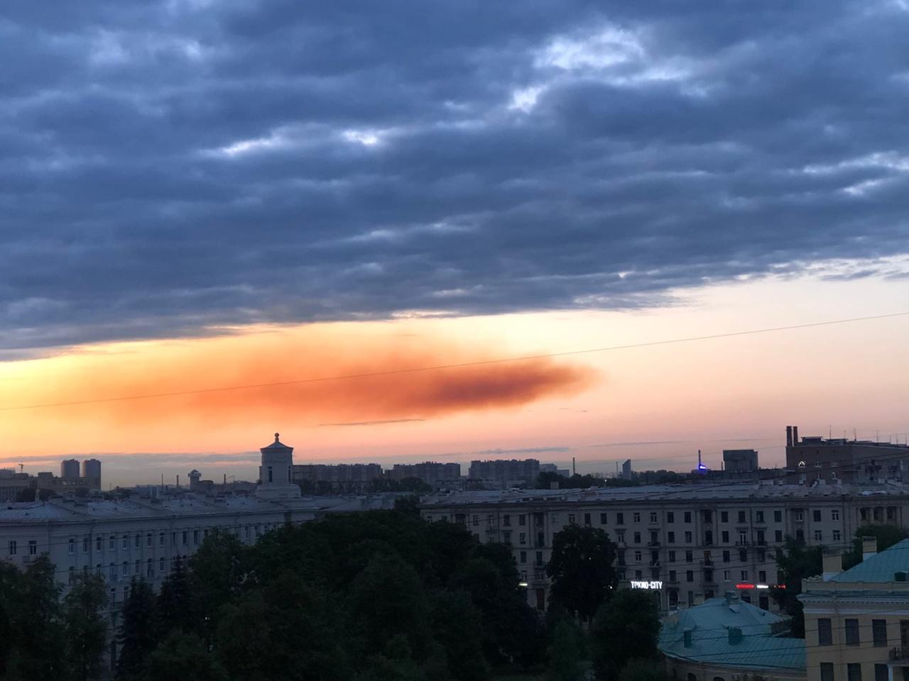 Утреннее путешествие рыжего облачка в Кировском районе.